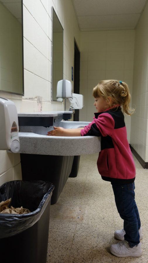 Sophia+Nollet+washing+her+hands+in+the+new+sink