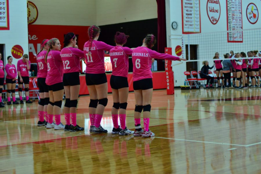 South+Shore+volleyball+team+prepares+for+starting+line-ups.+