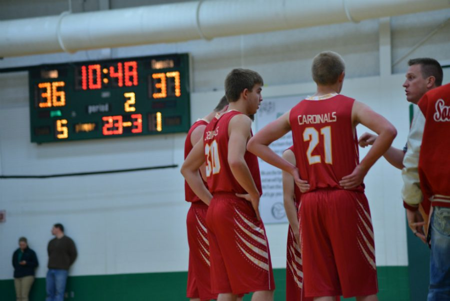 Coach+Bailey+instructs+players+Douglas+Hipsher+and+Tristan+Warbalow+in+a+timeout.+
