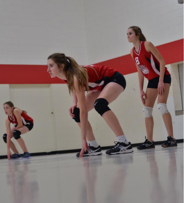 Natalie+Knaack+and+teammates+Natalie+Golly+%26+Chloe+Sipsas+prepare+to+receive+the+serve.+