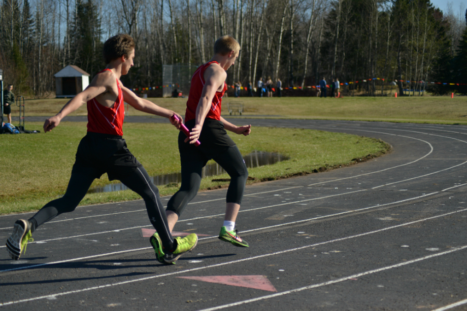 Sophomore+Kyler+Waters%2C+hands+off+the+baton+to+freshman+Douglas+Hipsher%2C+during+the+4x200m+relay+at+the+home+meet.