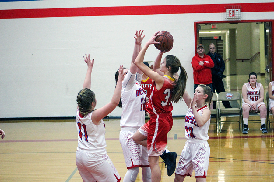 Chloe Sipsas drives through three defenders for the bucket.